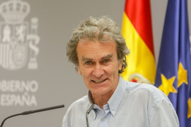 """Spain's Health Leader Fernando Simón Caught With His Board Out In Portugal as he says """"I didn't think I would be recognised"""""""