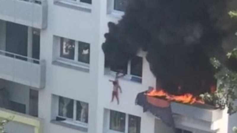 Home Alone? kids in France Jump 33 feet From Inferno As Gathered Crowd Catch Them Below
