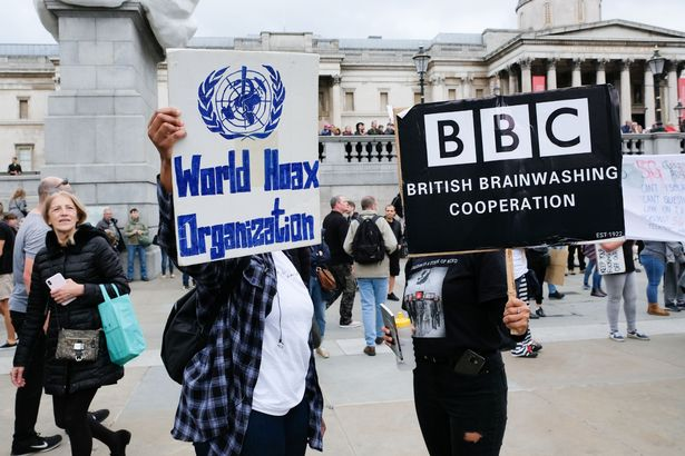"""David Icke leads more than 10,000 COVID """"conspiracy theorists"""" through  London to warn against Bill Gates vaccine - Global247News"""