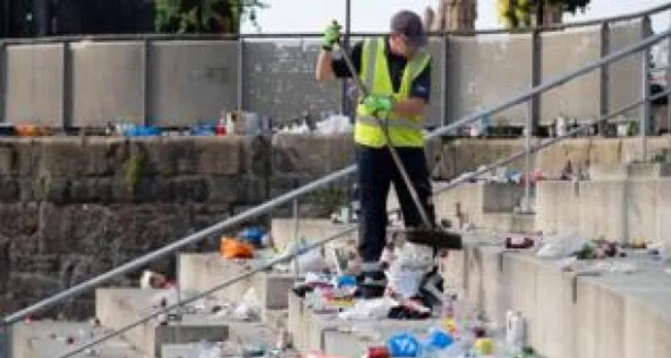 Cardiff Bay Litter Lout Shame