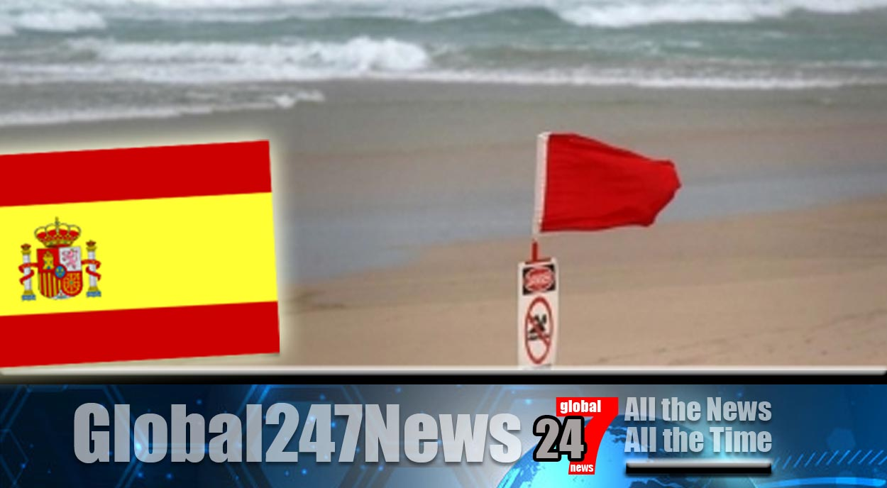 Six swimmers rescued by coastguard in Malaga's Torrox, Spain after ignoring red flag