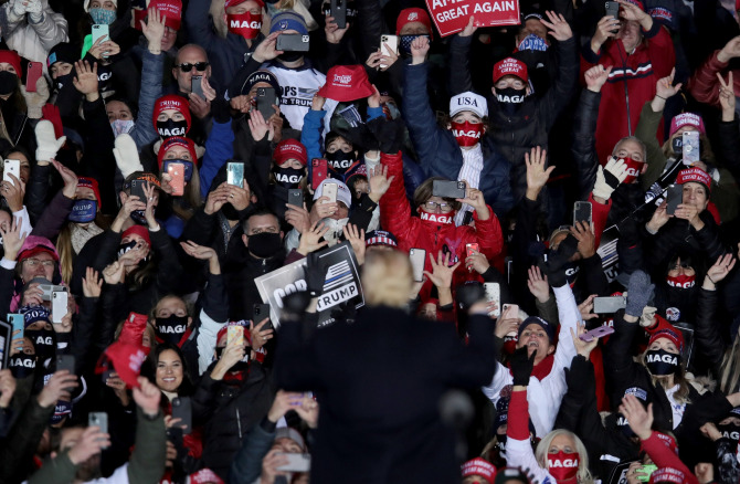 """Watch as crowd at Trump rally chant """"We hate CNN"""" after President calls them """"Fake news"""""""