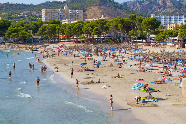 Spain orders COVID tests for all travellers to it's holiday islands