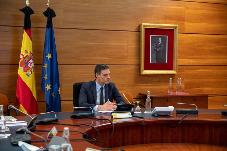Spain's cabinet meet today to discuss possible new State Of Emergency & allow curfews
