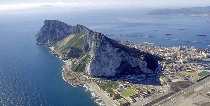In a 2002 referendum, 99% of Gibraltarians rejected any idea of Britain sharing sovereignty with Spain. But in 2016, nearly 96% of voters in Gibraltar backed staying in the EU, while in Britain proper the referendum vote was 52-48% in favour of leaving the bloc. With just five weeks left until Britain finally exits the EU's orbit, both London and Brussels are calling on the other to move their positions to clear the way for a trade deal that would avoid a tumultuous finale to the five-year Brexit crisis.