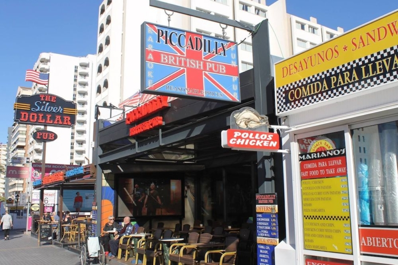 Expat British Bar Owners In Spain Fear 'No English Language Signage' In No Deal Brexit