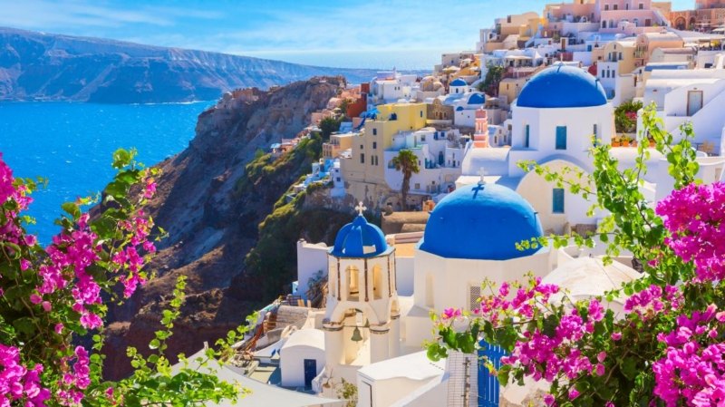 UK prepares vaccination holiday passport for Greek travel
