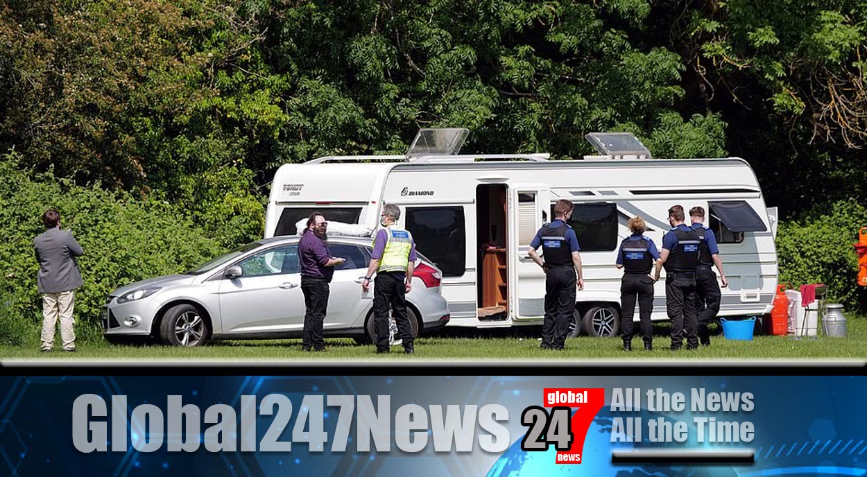 """Travellers moved on after camping in """"Queen's front garden"""""""