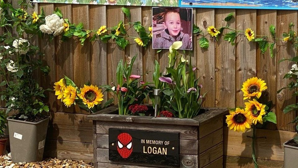 Remembrance service for murdered 5 year old sees local residents call for hanging to be brought back